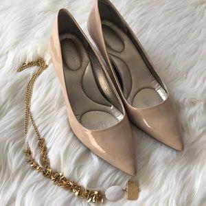 Comfy nude kitten heels - Bandolino Sz 6